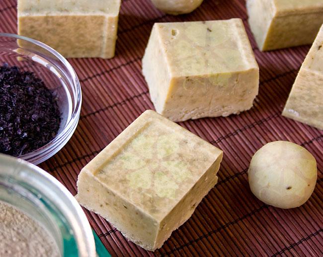 Jabón natural artesano de Arcilla Verde y Algas Wakame de Cosmética Natural 100x100 para pieles grasas